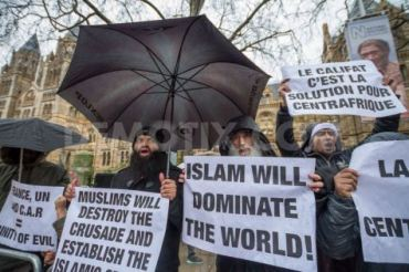 ισλαμιστές εξτρεμιστές σε διαδήλωση στο Λονδίνο